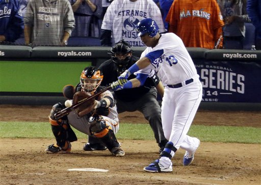 Royals Beat Giants 7-2 to Even World Series