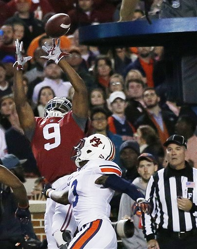 No. 2 Alabama Surges Past No. 15 Auburn, 55-44