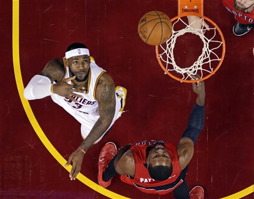James Rallies Cavs Past Raptors for 8th in a Row