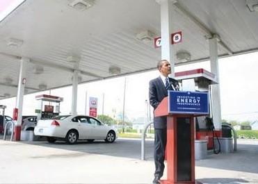 Obama Mocks Gas Station Photo Ops After Doing Them Himself