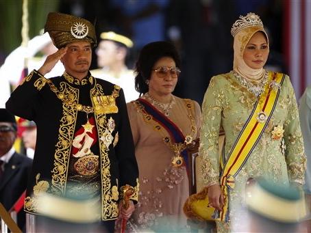 Malaysia Enthrones New King In Lavish Ceremony