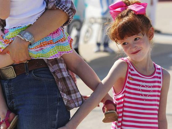 Ailing 6-Year-Old Celebrated With Parade Upon School Return