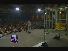 Church Criticized For Using Caged Lion In Sermon