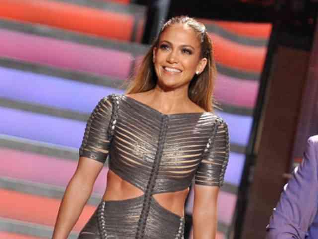 Jennifer Lopez Flaunts Her Abs