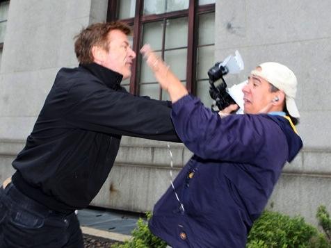 Alec Baldwin Scuffles With Paparazzi