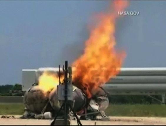 Nasa's Morpheus spacecraft explodes on test flight