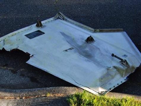 Door From Boeing 767  Crash Lands In Seattle Area Neighborhood