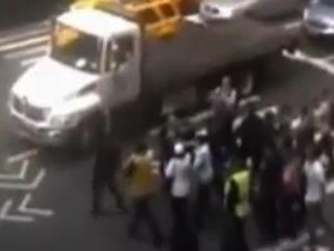 Ahamadinejad Spokesman Gets Ambushed on NY Street by Iranians