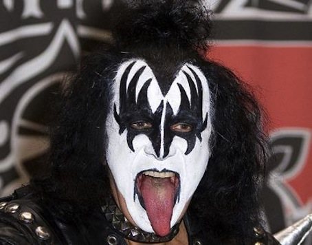 Kiss Off Obama, Gene-Simmons: 'He's Been A Piss-Poor President'