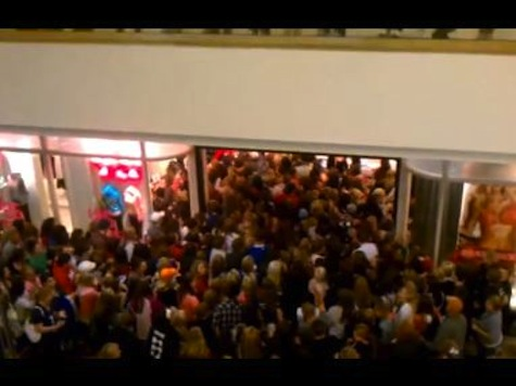 WATCH: Victoria's Secret Black Friday Opening Mob Mayhem