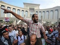Islamist protest shuts down Egypt's top court