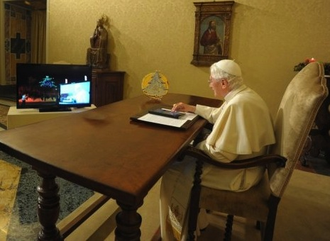 Pope joins Twitter with @pontifex handle