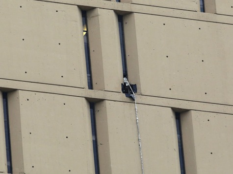 Bank Robbers Escape High-Rise Prison; Descend 20 Stories With Makeshift Rope