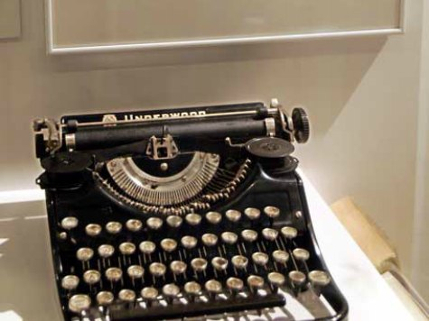 Typewriters Get Trendy in Hollywood