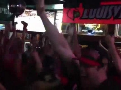 Raw: Blackhawks Fans Go Crazy in Chicago