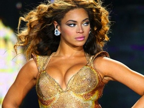 Beyonce Holds Moment Of Silence For Trayvon Martin, Sings 'I Will Always Love You'