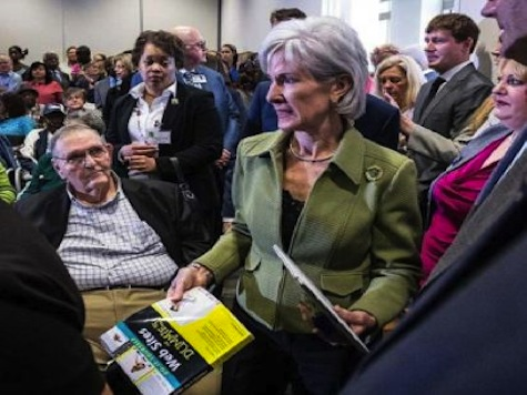 Sebelius Given a Copy of 'Websites For Dummies' at Obamacare Event