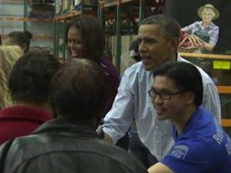 Obamas Visit Food Bank On Thanksgiving Eve