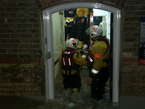 UK Floods Force Thousands to Evacuate