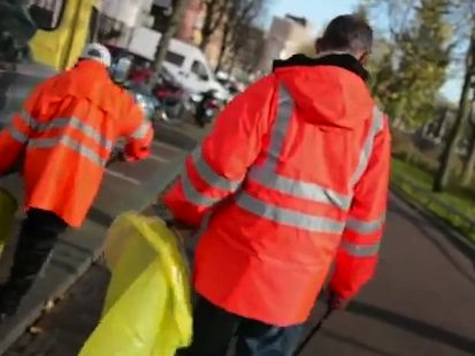 Alcoholics in Amsterdam Given Free Beer to Clean the Streets