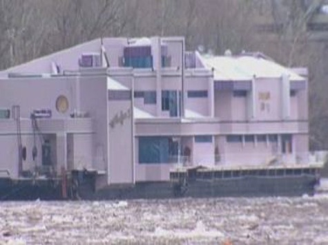 Floating Restaurant Breaks Loose on Ohio River