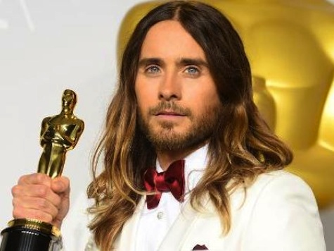 Oscar Winner Stands Up to Putin: Jared Leto Waves Ukraine Flag in Kiev Performance