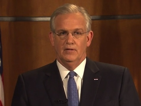 Gov Nixon Calls for Vigorous Prosecution in Brown Shooting