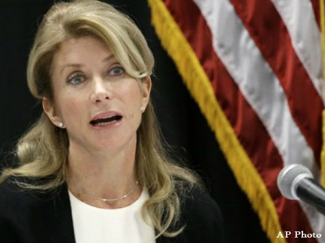 Poll: Wendy Davis Slipping While Greg Abbott Soars