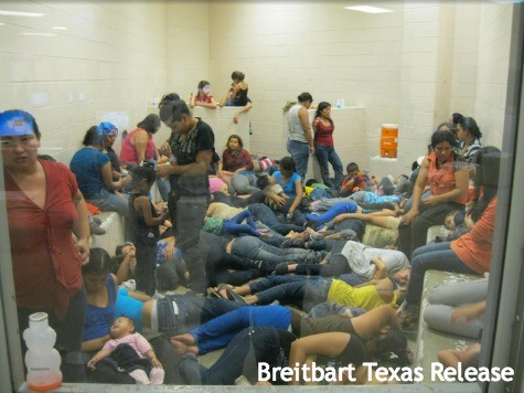 Border Children Reportedly Sickened by Food in US Facilities, Throwing in Trash