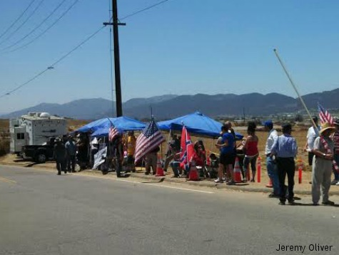 Busload of Illegal Aliens a No-Show in Murrieta: Skeptical Protesters Stand Ground