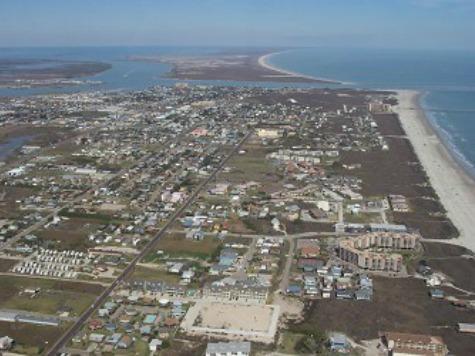 Texas Oil Spill Reaches Down-State Beaches