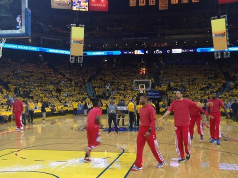 Clippers Wear T-Shirts Inside Out, Dump Warm-up Gear at Midcourt in Protest