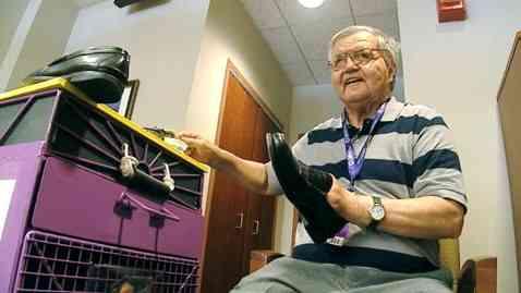 Shoeshiner Donates $200K In Tips To Children's Hospital