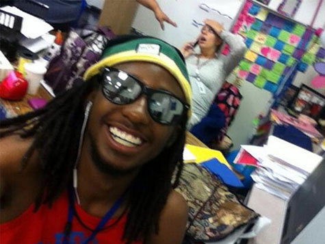 Student Poses for Selfie With Pregnant Teacher Going Into Labor